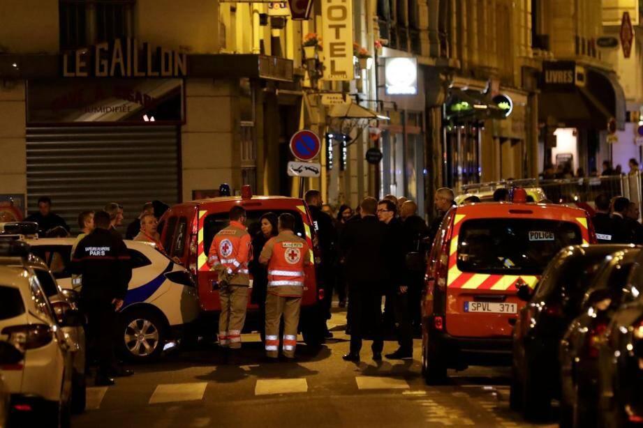 Les secours après l'attentat au couteau dans le IIe arrondissement de Paris.