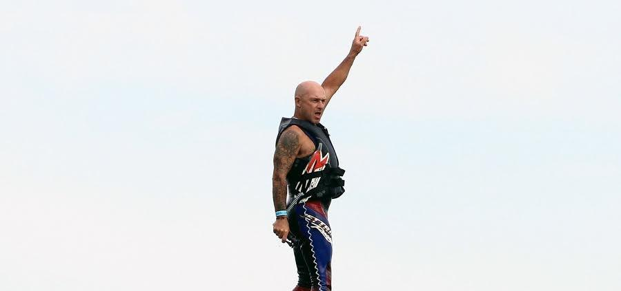 Vincent Lagaf fait le show avec son fly jet.