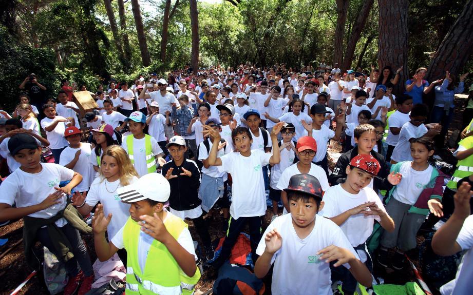 À l'effigie de la 29è Journée Mondiale de l'Environnement sur l'Île Sainte-Marguerite, t-shirts et gourdes étaient portés par les 328 participants.