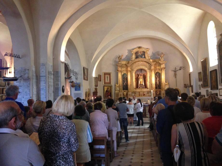 Pour la rentrée, si la messe dominicale de La Garoupe est maintenue celle de Sainte-Thérèse va disparaître, faute de curé pour la célébrer. Le père Chalard est inquiet.