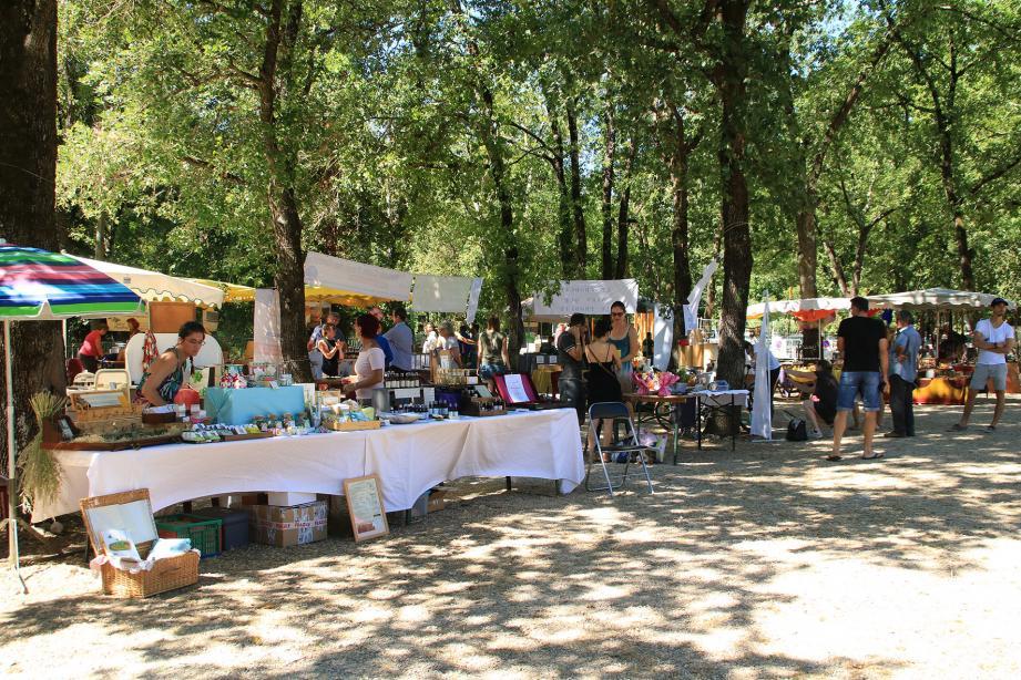 Sous les grands arbres de La Papeterie, de nombreux stands hier pour la 9e fête nature et partage.
