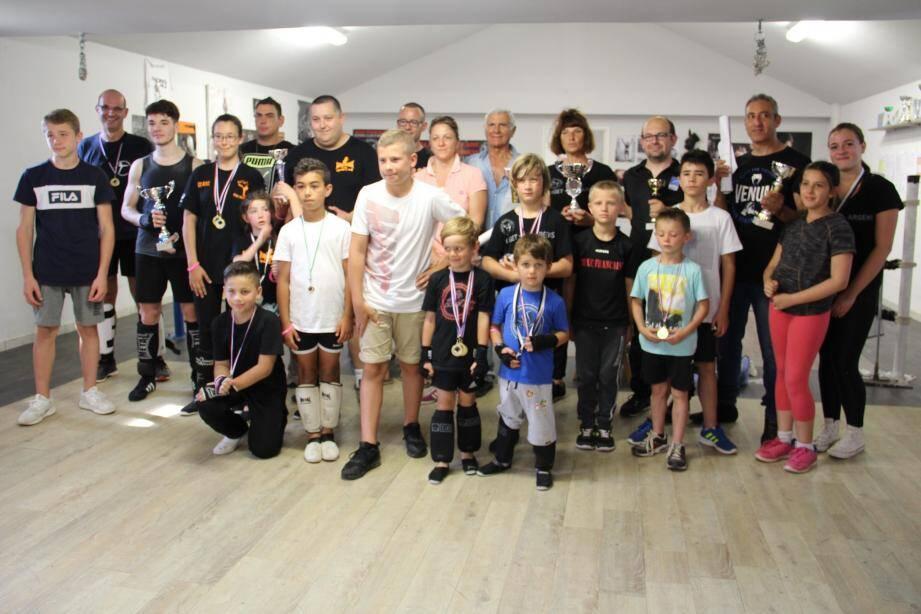Photo de famille au BCA qui a remercié tous les clubs présents pour cette 4e édition de la Coupe des « 4E ».