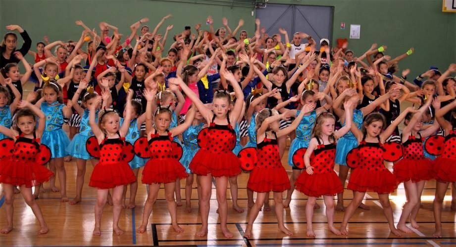 Le syndicat mixte des Campelières présente le traditionnel spectacle de fin d'année de danse.