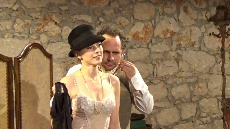 «Une petite main qui se place» de la compagnie Sanstralala est une des pièces niçoises programmées à Avignon. Elle est à découvrir demain soir, 20 heures, à Francis-Gag.(DR)