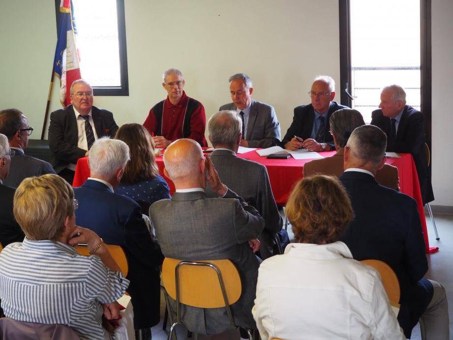 Jean-Bernard Molines, président adjoint, Dominique Planet, trésorier, Alain Marais, Paul Carmagnole, président du comité La Seyne, Six-Fours, Saint Mandrier et Jacques Orignac, secrétaire (de gauche à droite).