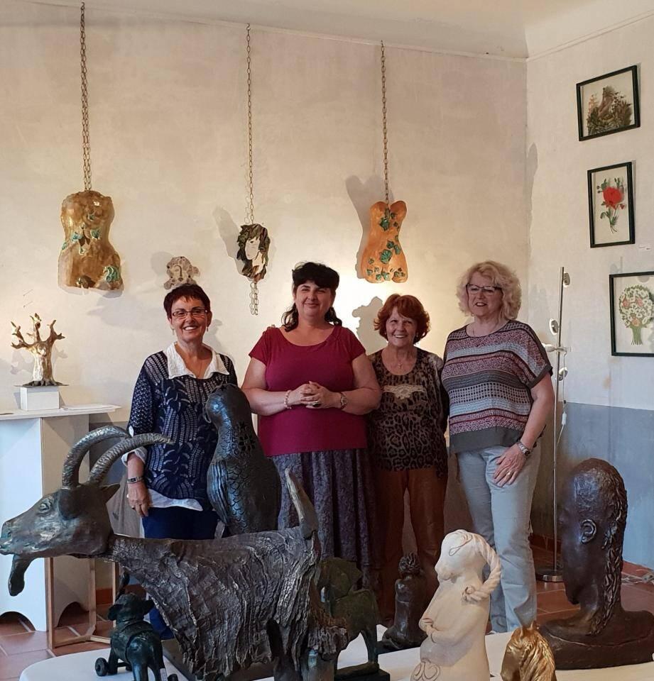 Émilienne Baudin, Michelle Moreau, Huguette Caren et Claudine Lestideau.