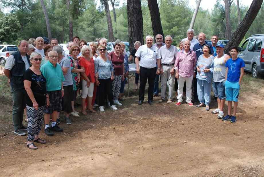 La grande famille du monde combattant réunie dans la «Pinède Portalis» en compagnie du maire, quelques instants avant le début de cette grande et belle journée.
