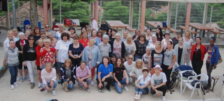 Une trentaine de doublettes féminines a participé au premier concours éponyme «à la longue».