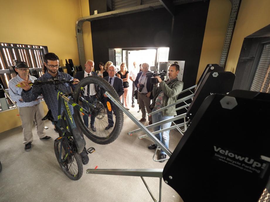 Présentation, hier après midi, de la première consigne collective à vélos installée au Pôle d'échanges.