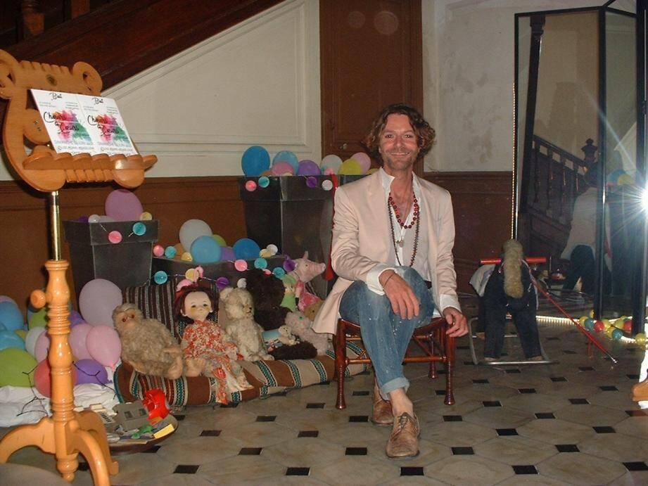 Olivier Dewez dans le hall réservé aux enfants.