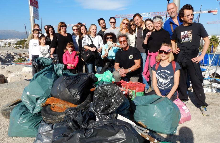 Une opération de nettoyage de la plage de l'estuaire du Var est organisée dimanche matin. Les bénévoles recherchent des petites mains. (DR)