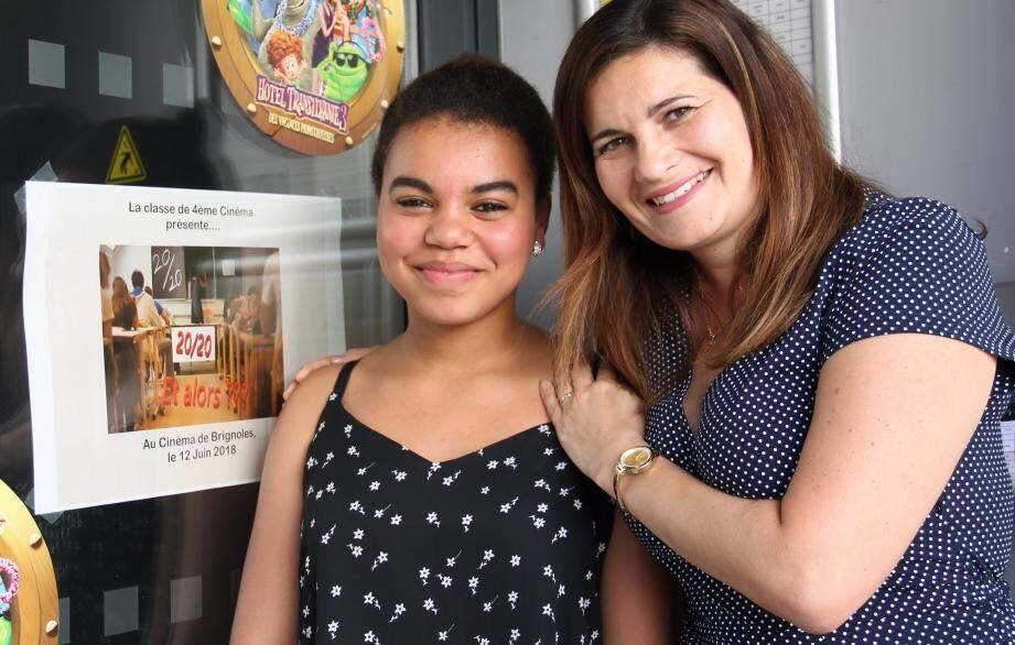 Khadja Cissé, Emma dans le court-métrage, à la fois actrice et chanteuse, avec son professeur Caroline Guerrero.
