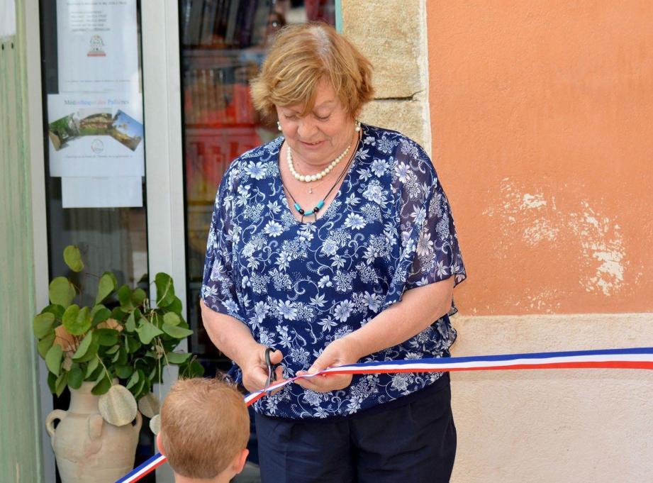 Martine Arizzi, a coupé le ruban officiel d'ouverture de la médiathèque.