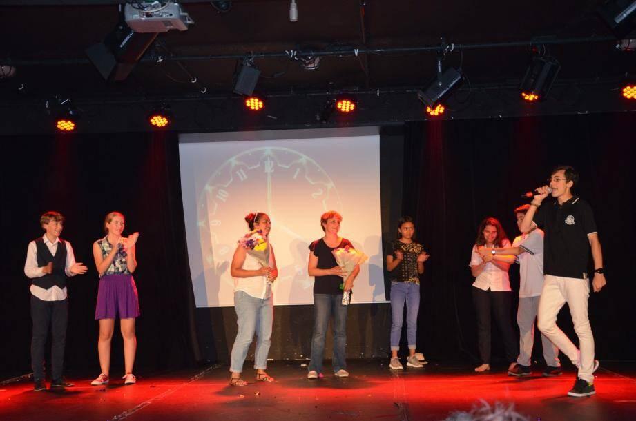 Les jeunes du collège Bellevue ont fait bien rire le public dans « Destination : le rêve », une pièce faite de rebondissements et de suspense.