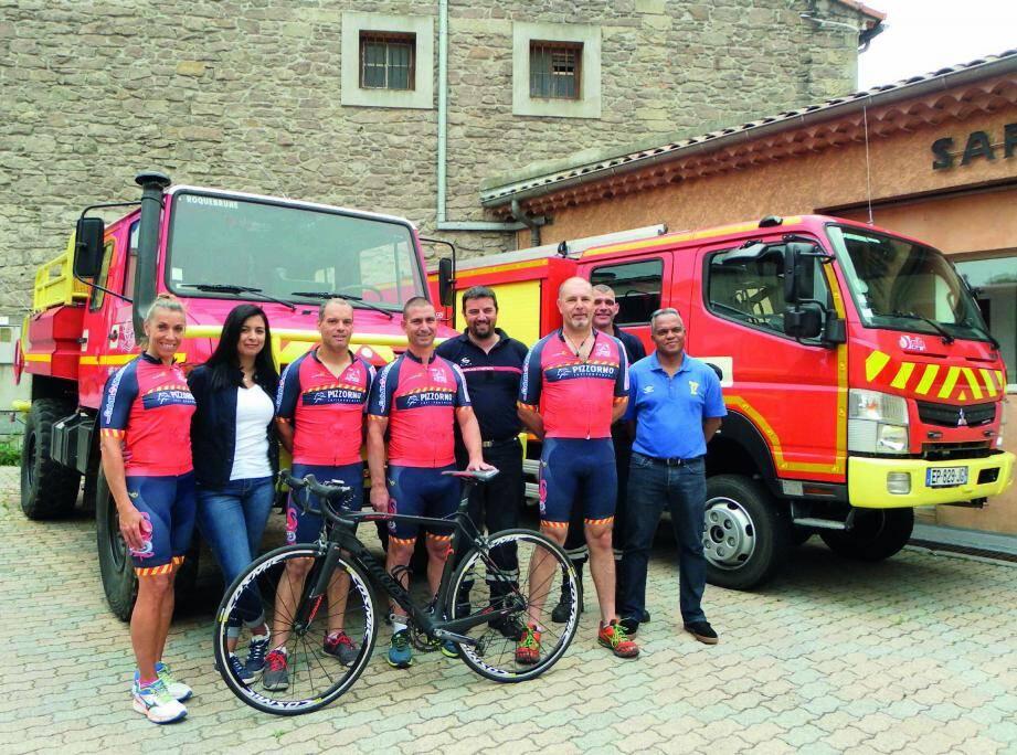 Les pompiers de Roquebrune prêts à enfourcher leur deux-roues pour la bonne cause. (Fred M.)