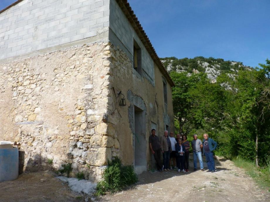 La maison du lac est en voie de rénovation.