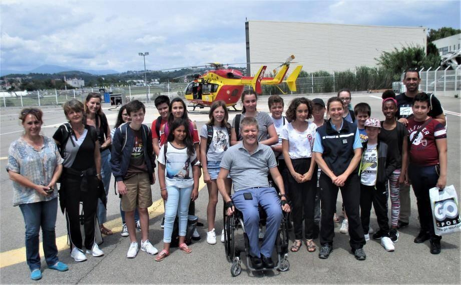Les élus du conseil des jeunes ont rencontré la capitaine de gendarmerie Thelpi, à la base hélicoptère de la sécurité civile.
