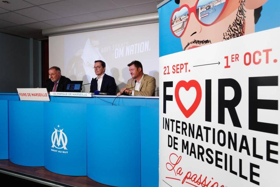 De g. à d: Loïc Fauchon, président de la Société anonyme de la Foire internationale de Marseille (Safim), Jacques-Henri Eyraud, président directeur général de l'OM et Jean-François Richard, directeur général adjoint en charge du marketing et des ventes de l'OM.