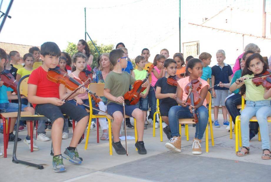 Les élèves étaient fiers de présenter, devant la famille, le fruit de leur travail.