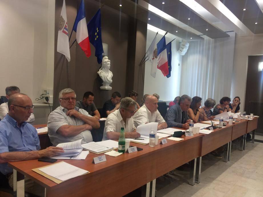 Jean-Paul Dalmasso et ses adjoints, en conseil, jeudi.