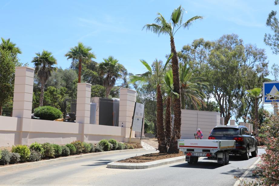 L'îlot central orné de palmiers devant la villa Louise ne fait pas l'unanimité.