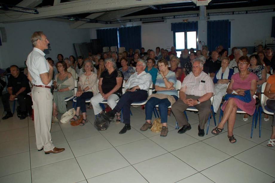 L'intervenant Pierre Garcin n'a eu aucun mal à capter l'attention de son nombreux auditoire.
