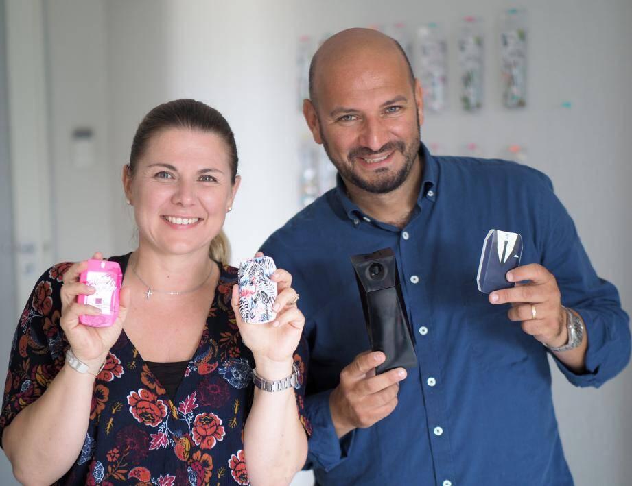 Alexandra et Cyrille présentent leur produit.