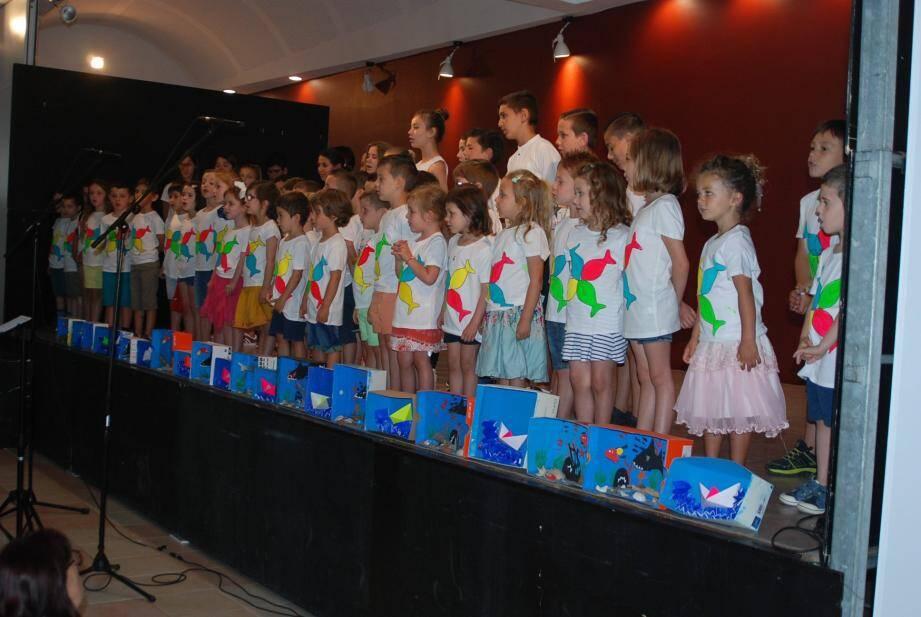 Cette chorale est composée de 70 enfants des écoles Salvador-Torrès et le Petit Prince.