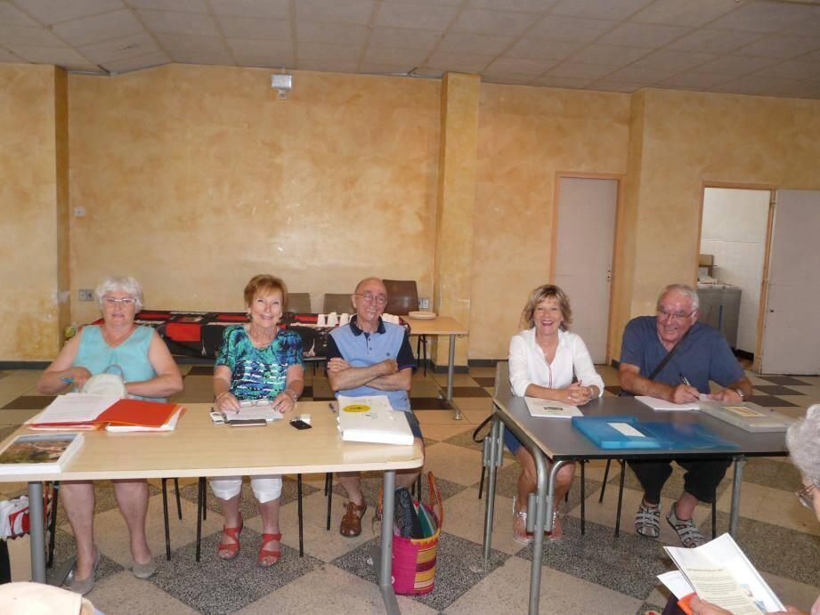 La présidente Michelle Mattalia (2e à g) entourée des membres du bureau et de Françoise Varin.