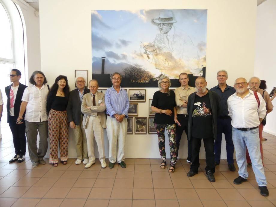 Quelques-uns des 39 artistes qui présentent leurs œuvres sur le thème de « L'image en morceaux ».