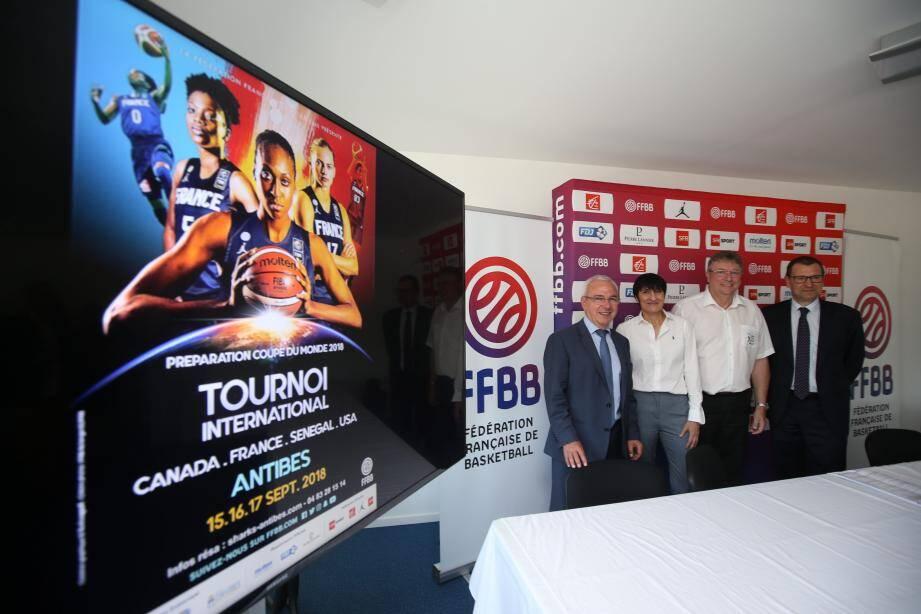 Jean Leonetti, maire d'Antibes, et Valérie Garnier, la sélectionneuse des Bleues lors de la présentation du mini-tournoi jeudi dernier.