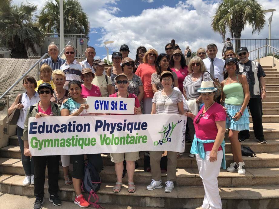 Sponsors, soutiens et membres de l'association se sont réunis au jardin Bonaparte pour afficher leur unité.
