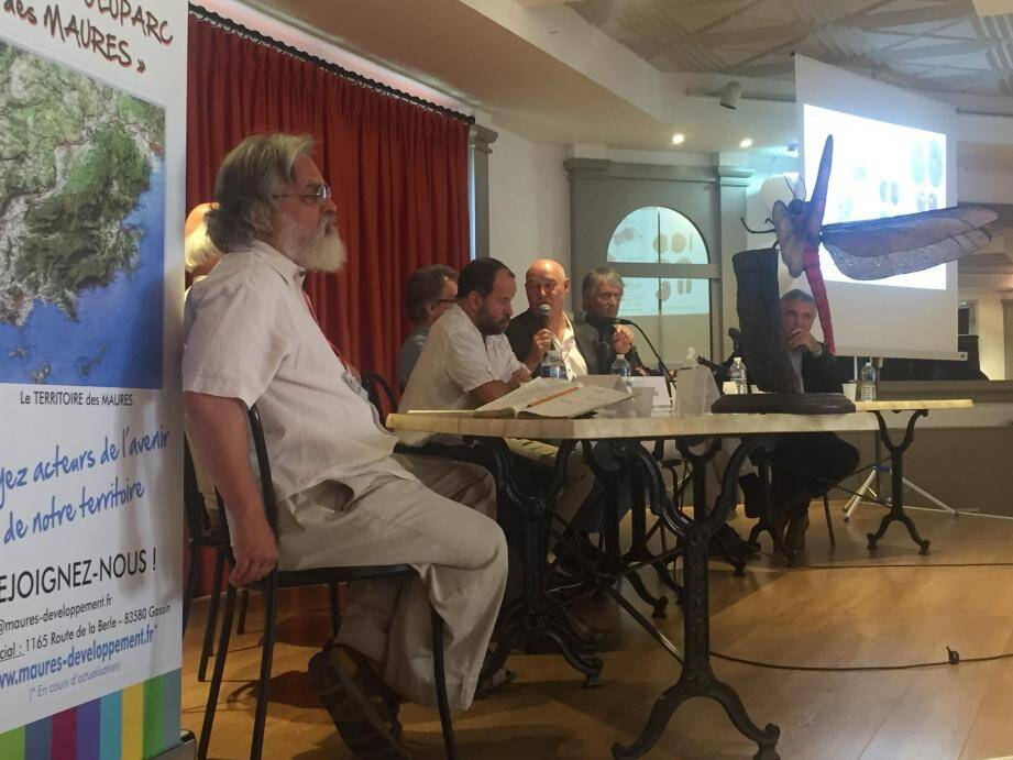 L'association travaille avec le conseil d'orientation scientifique et culturelle.