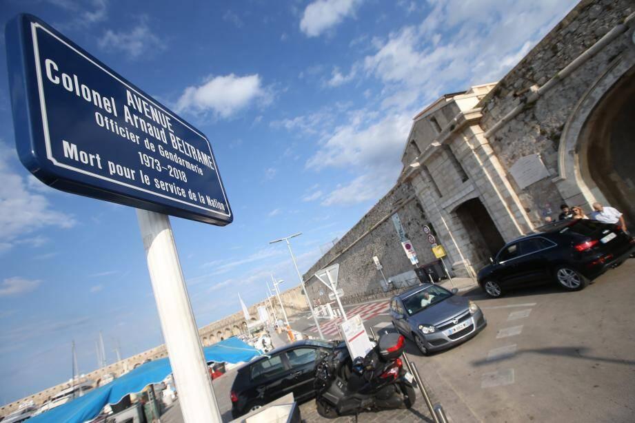 Le colonel de gendarmerie Arnaud- Beltrame a donné son nom à une avenue antiboise.