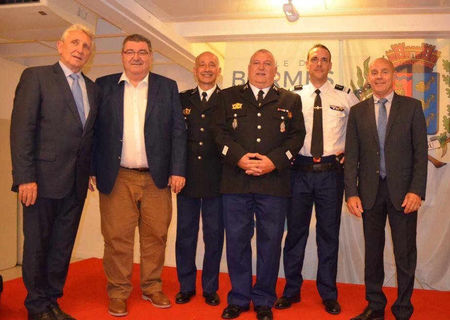 Au nom d'une nombreuse assistante, élus et chef d'escadron rendent un hommage émouvant et empreint d'humour à Patrice Caserio.