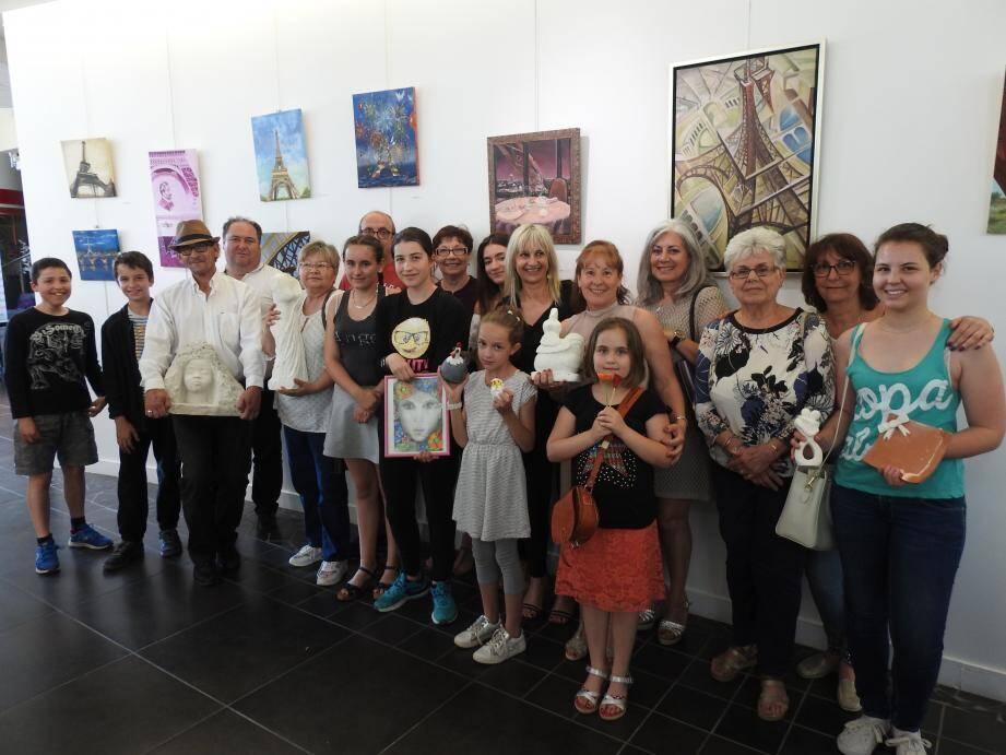 Les nombreux artistes en herbe ont fièrement présenté leurs œuvres à la sénatrice du Var et au public.