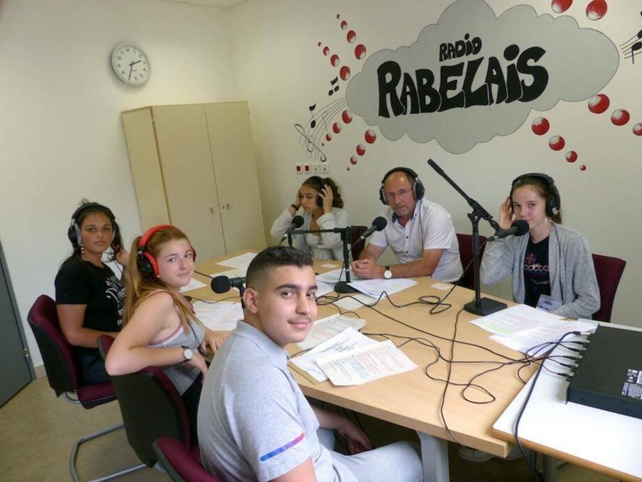 La web radio fait maintenant partie du quotidien pédagogique du collège avec 12 émissions. (DR)