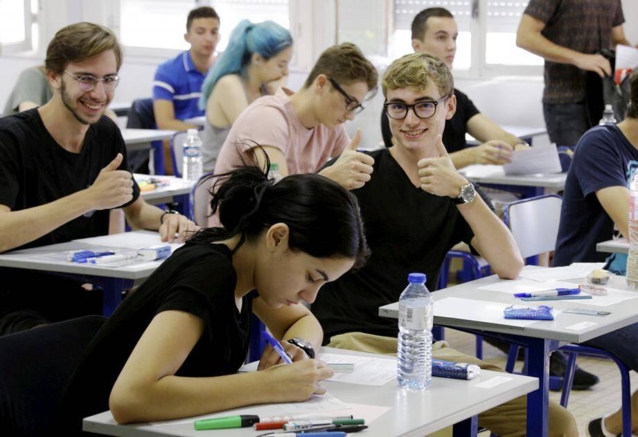 La « philo », matière complexe et dense, a ouvert, hier, la série des épreuves du baccalauréat. Dans tous les centres d'examens, comme ci-dessus, au lycée du Parc- Impérial à Nice, on a sorti logique et arguments…