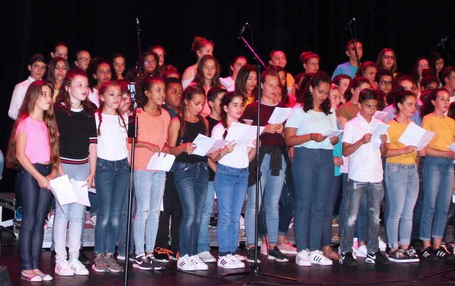 Les jeunes choristes très à l'aise sur la scène.(DR)