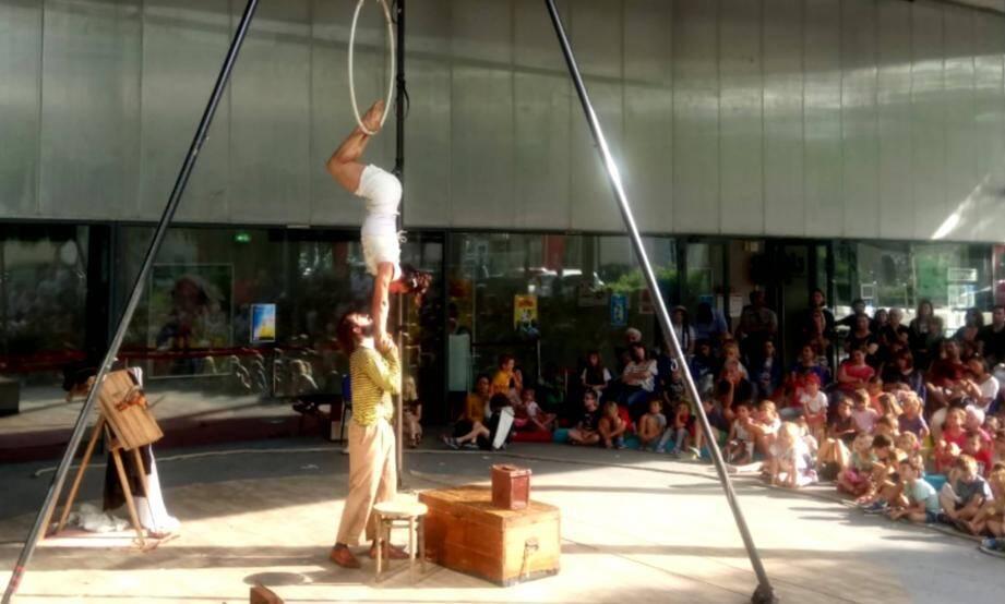 La compagnie El tercer ojo a proposé une nouvelle vision de la réalité. Un spectacle offert par la médiathèque de Mouans-Sartoux. (DR)