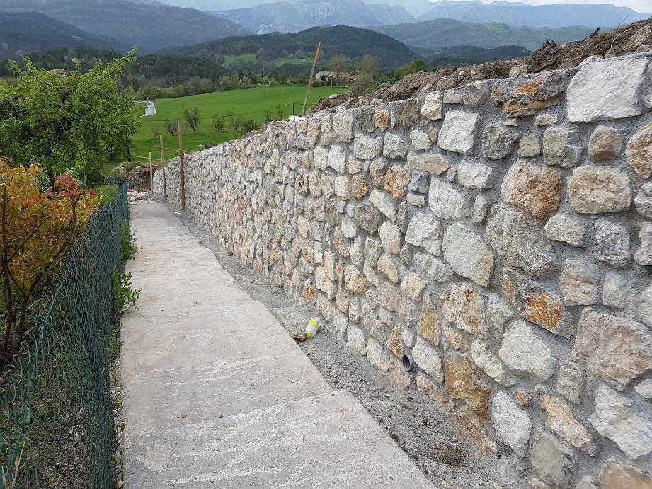 Le mur maintenant rénové.