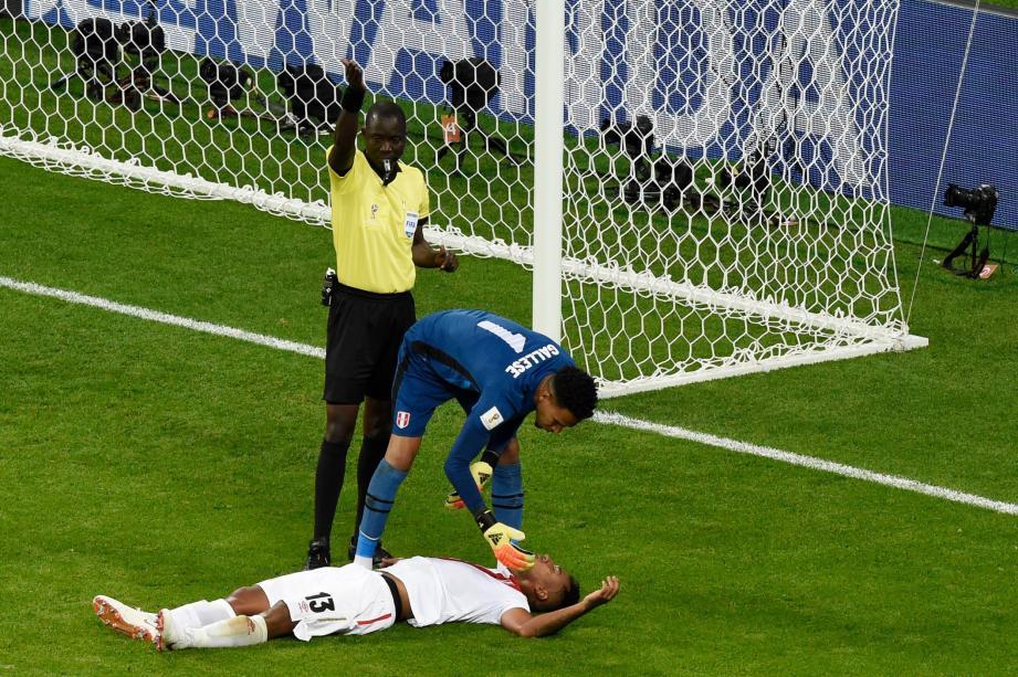 Titulaire contre le Danemark, Renato Tapia était sorti KO. Il est incertain contre les Bleus.