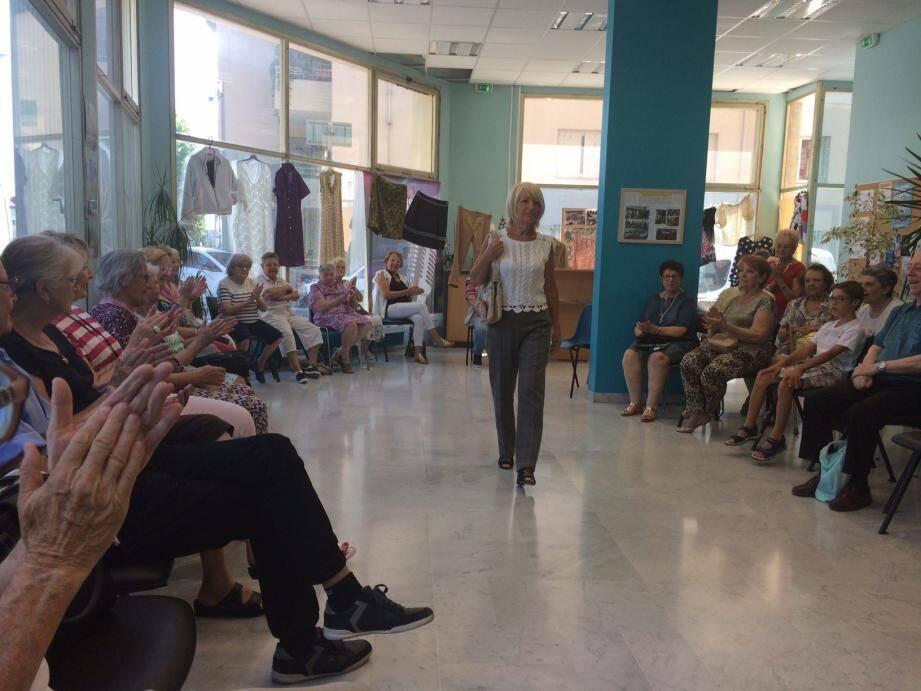 Défilé de mode super chic, par les élèves de l'atelier couture.