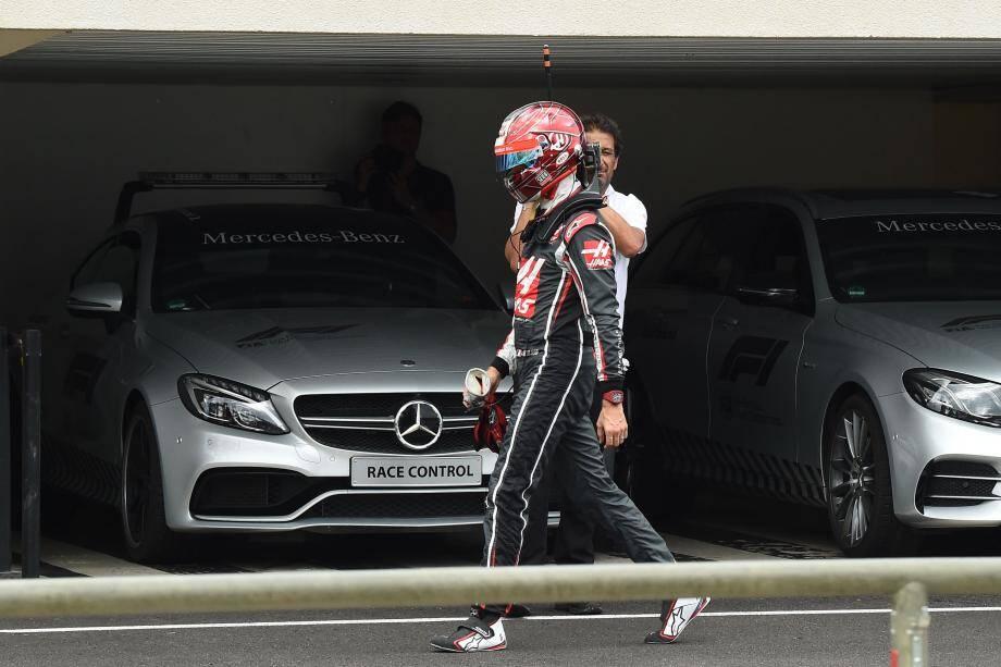 Après un tête-à-queue dans la Q3, Romain Grosjean a regagné les stands à pied, passablement énervé. Mais la frustration passée, il garde le moral.