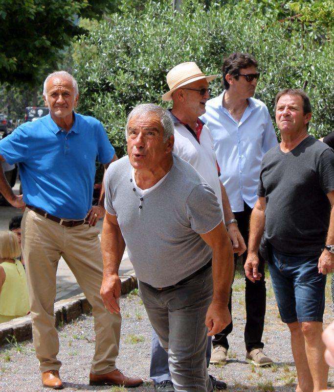 Ce week-end, le record de plus de 12 mètres lors du cracher de noyau d'olive était remis en jeu lors de la fête de l'olivier.