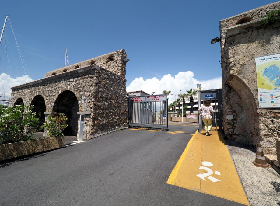 Le maire assume que certains axes, notamment en ville, ne soient pas équipés d'une piste cyclable. Au grand dam des cyclistes...