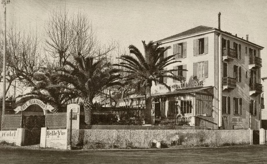 L'Hôtel Bellevue, actuel Thé Australian Bar, était un établissement de qualité, réputé pour son confort, la qualité de la cuisine et sa situation à proximité de la mer.