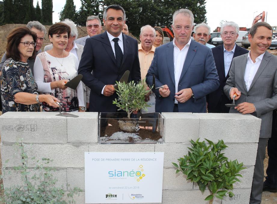 Au centre, Sébastien Leroy et Franck Chantereau lors de la pose de la première pierre  et du premier olivier planté.