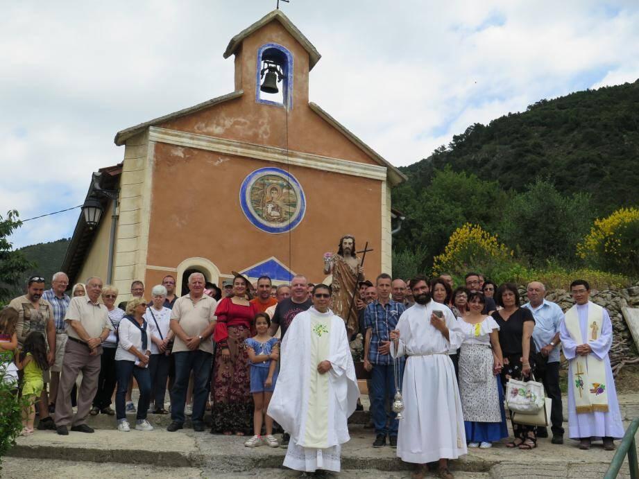Les Librasques devant la chapelle Saint-Jean.