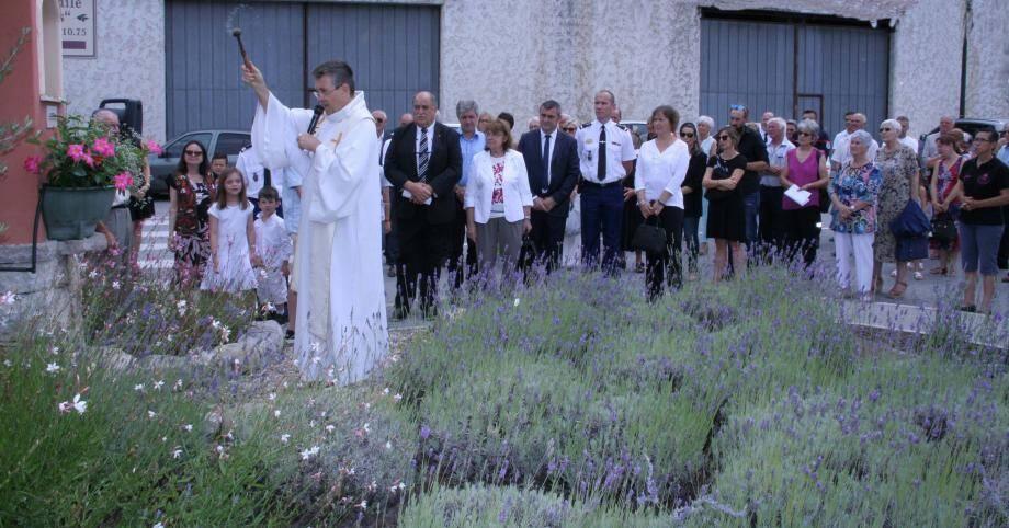 Bénédiction à l'oratoire Saint Jean-Baptiste par le Père Benoît Parent.